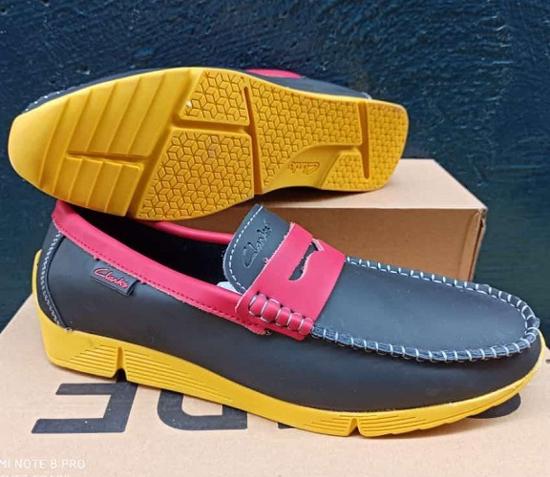 Image sur Chaussure en Cuir - Multicouleur