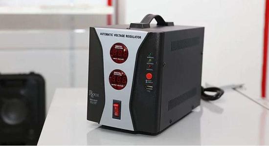 Image sur Régulateur de tension Roch RSB-2000P - Avec port USB - 1000Va - 6 Mois